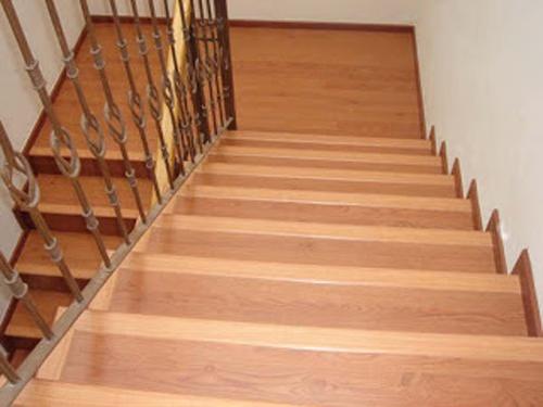 Piso Laminado en escalera Hermosillo 2 - Decoraciones Suro
